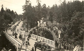 Royal Visit of George VI and Queen Elizabeth, motorcade crossing Gorge Bridge, 1939