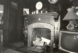 Interior living room fireplace, Dodd house, 1978