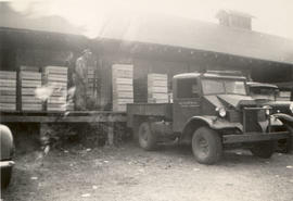 Fruit Growers Association packing shed, Keating Cross Road,  1946