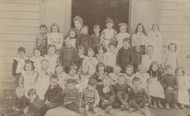 Tolmie School 1900-1901, Grades 1 - 3, teacher Miss Miller