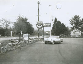 Cadboro Village service station, 1962