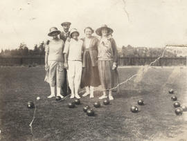 Bowlers on the green, Burnside Lawn Bowling Club