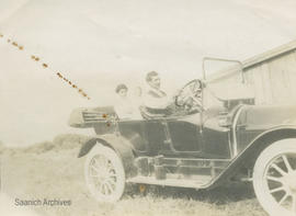 Fred and Irene Dawson and son Irvine in Kissel car