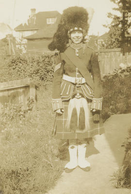 Emily Agnes Underwood (nee Burke)] wearing Scottish uniform