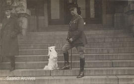 Muggins, the Red Cross dog, with General Sir Arthur Currie