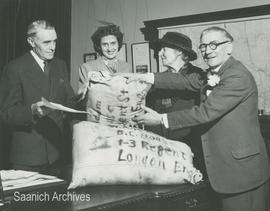 Agent General for BC handing over gift of seeds to the London Gardens Society, 1951