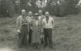 Ghazi, Vic, Leslie, and Ernie Underwood with their mother Alice