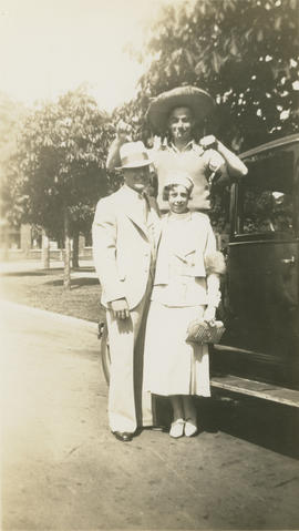 Leslie H.P. Underwood and Emily Agnes Burke, with unidentified man gesturing behind them