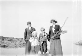 Emily Maude Estlin, Alice Maude Aitkens, Charles Aitkens, and May Aitkens at Margaret's Bay,...
