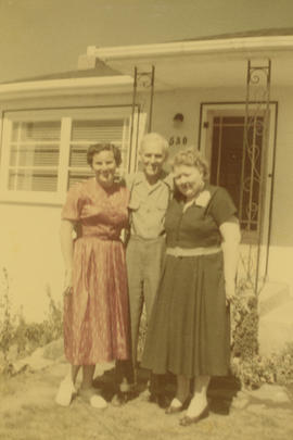 Laura Farquharson, Harry Anderson, and Ethelyn (nee Wilson) Anderson in front of 530 Davida