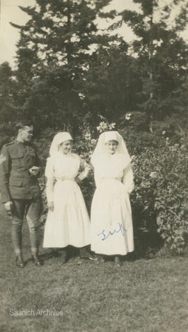 Nursing Sister Beatrice (Trix) Bradshaw (right) with soldier and nurse
