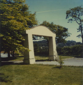 Arch at War Memorial Health Centre, ca. 1986