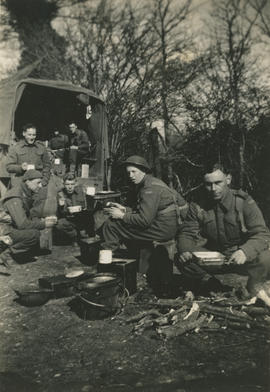 Gun crew having lunch