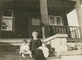 Alice King with children on front steps