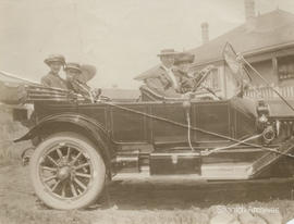 C.F. Dawson and others in car at Rose Bank farmhouse