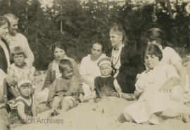 [Bradshaw family at Beaver Creek, 1923]